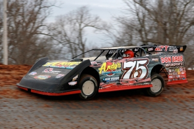 Terry Phillips steers his winning machine at Springfield Raceway. (cbracephotos.com)