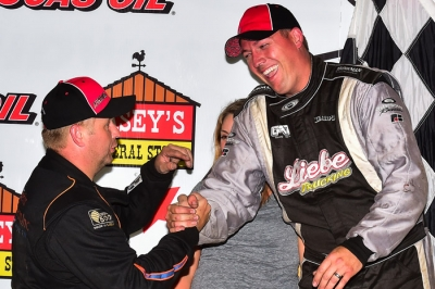 Mike Marlar (left) congratulates Chad Simpson at Knoxville. (heathlawsonphotos.com)