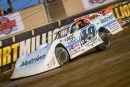 Jonathan Davenport on his way to winning Aug. 24's Dirt Million Dash to earn the pole position for the100-lap finale at Mansfield (Ohio) Motor Speedway. (heathlawsonphotos.com)