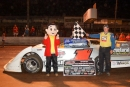 Chad Thrash had a visitor in victory lane after his Sept. 20 Mississippi State Championship Challenge Series victory at Whynot. (foto-1.net)