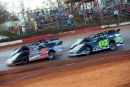 Brian Smith (7B) and Jimmy Elkins (07) work the inside grove in the second heat races. (heathlawsonphotos.com)